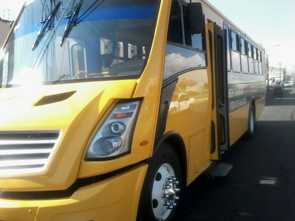 Autobús de transportes escolares